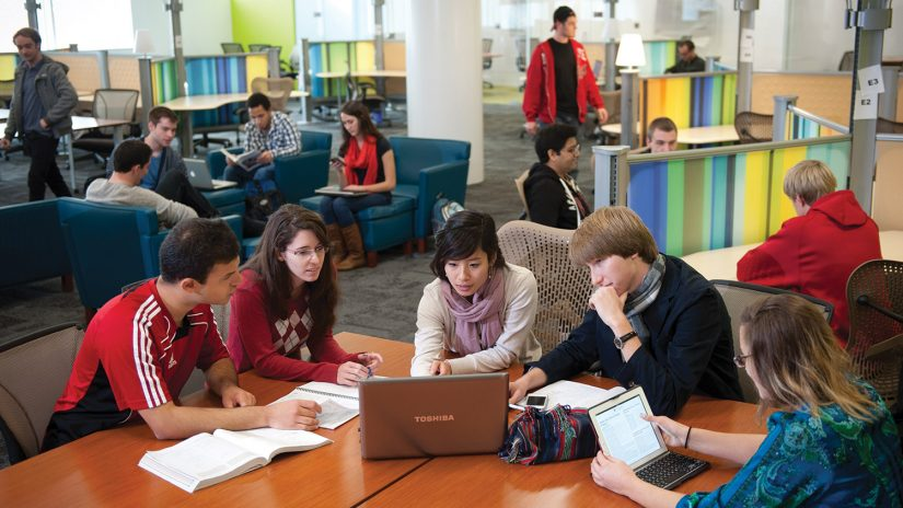 Students using Hunt Library