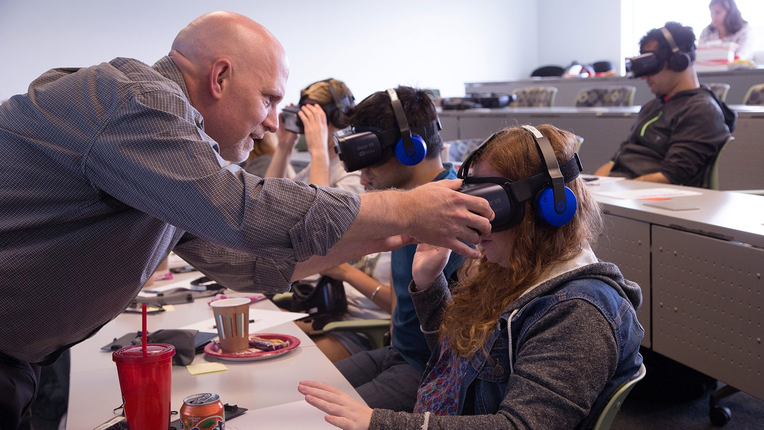 students experiment with virtual reality
