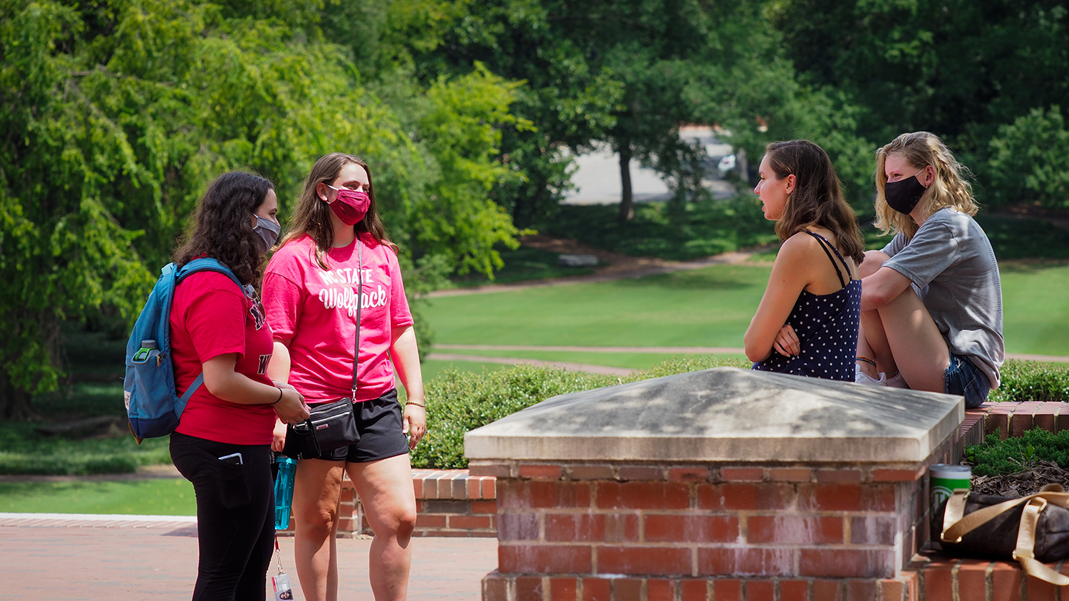 Students chat and make their way on campus during welcome week 2020.